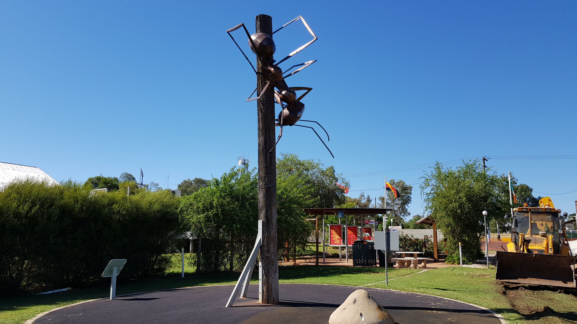 Augathella Meat Ant sculpture, at 300:1 scale. The park has landscaped gardens, picnic tables, BBQ and a playground, making it a great spot for a stop along the Landsborough Hwy.
