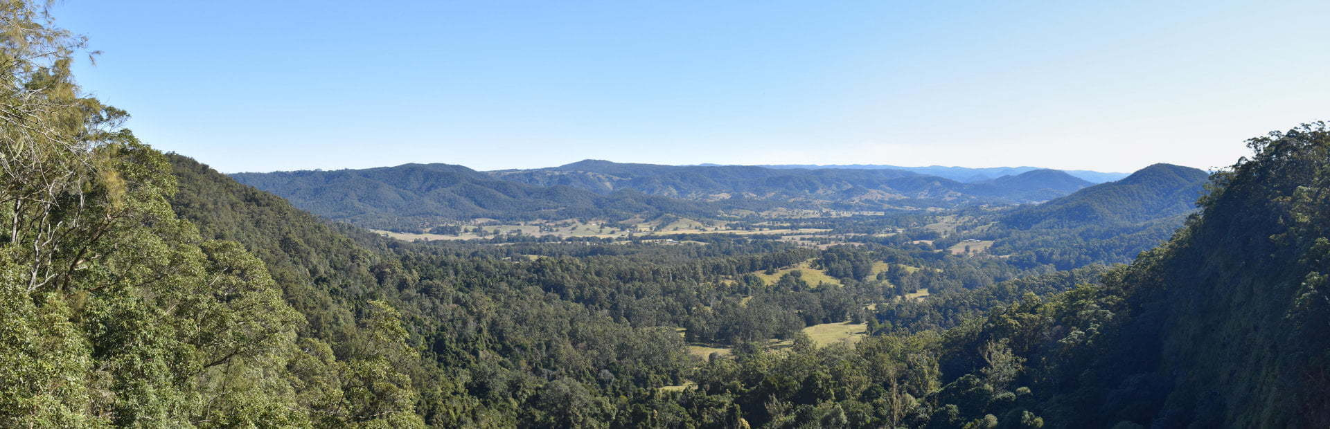 Panorama view from the viewing platform at Mapleton Falls National Park