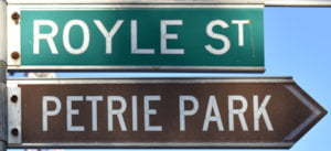 Brown sign for Petrie Park, green sign for Royle St