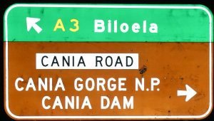 Brown sign for Cania Dam, also for Cania Gorge N.P. and green sign for Biloela