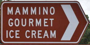 Brown sign for Mammino Gourmet Ice Cream