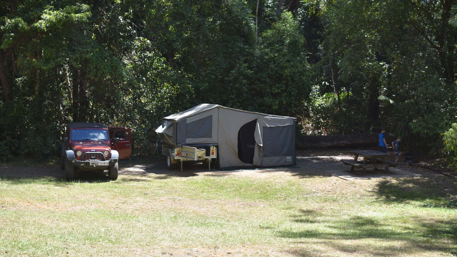 Jeep Wrangler and camper trailer campsite, at Sheepstation Creek Campgrounds in Border Ranges National Park