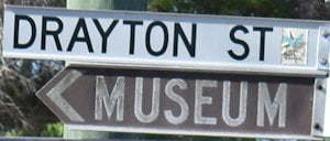 Brown sign for Museum, white sign for Drayton St