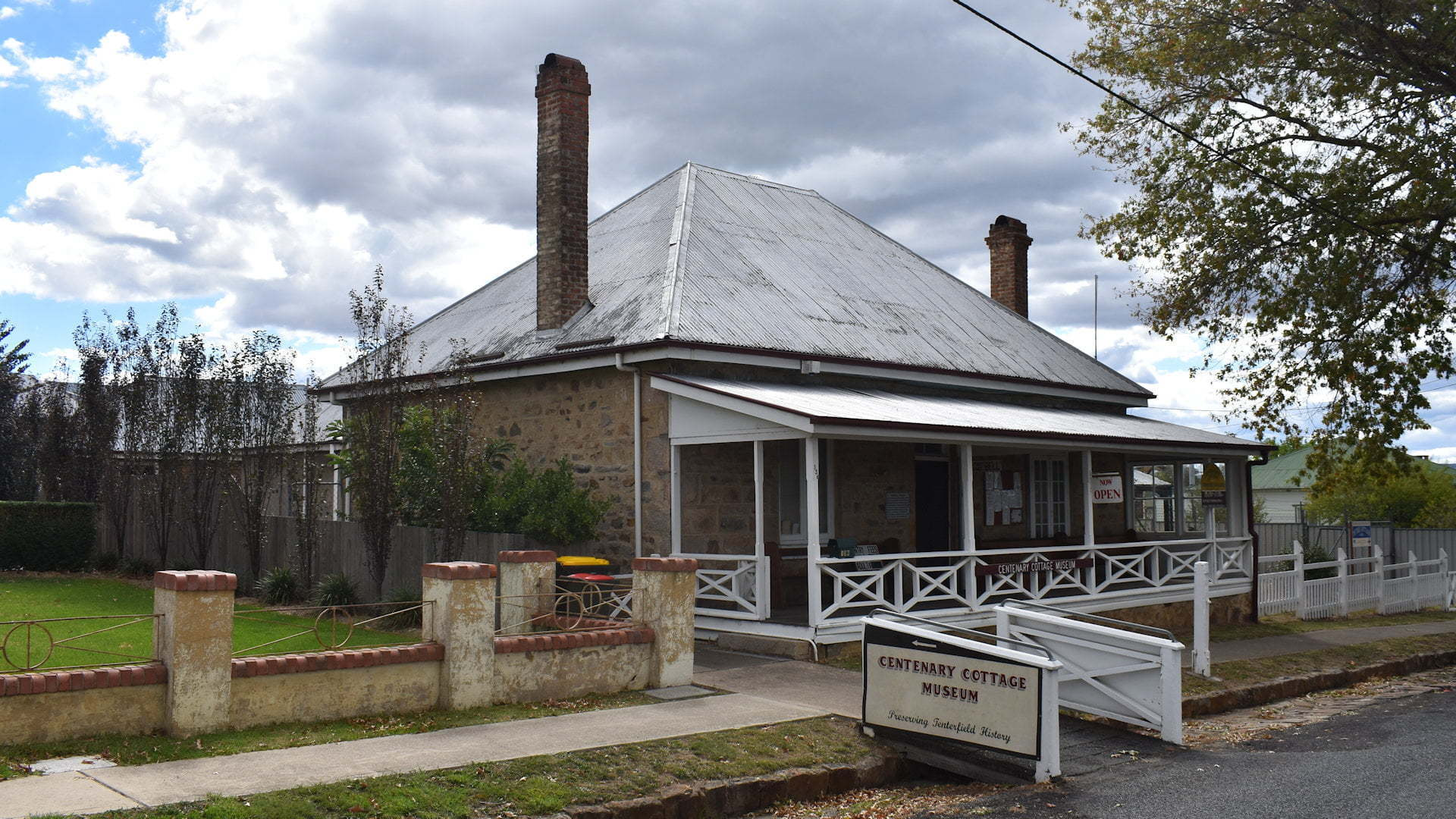 Centenary Cottage Museum in Tenterfield, taken from the street out the front
