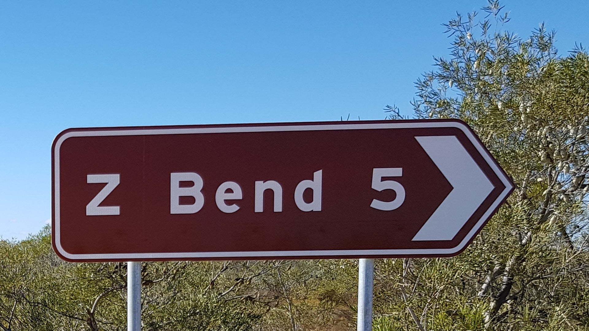 Z Bend brown tourist sign