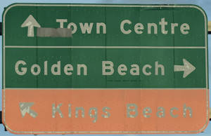 Brown sign for Kings Beach, green sign for Town Centre and Golden Beach