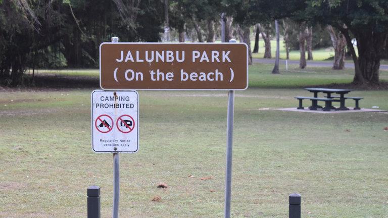 Brown sign of Jalunbu Park, (On the beach)